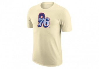 NIKE NBA PHILADELPHIA 76ERS EARNED EDITION LOGO DRI-FIT TEE FLAT OPAL